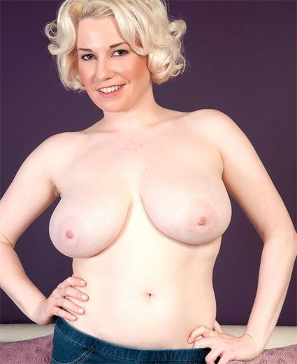 goldie ray shows off her large natural breasts tits